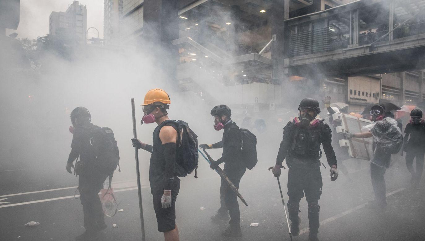 W wielu miejscach w Hongkongu wybuchły zamieszki (fot. PAP/EPA/ROMAN PILIPEY)