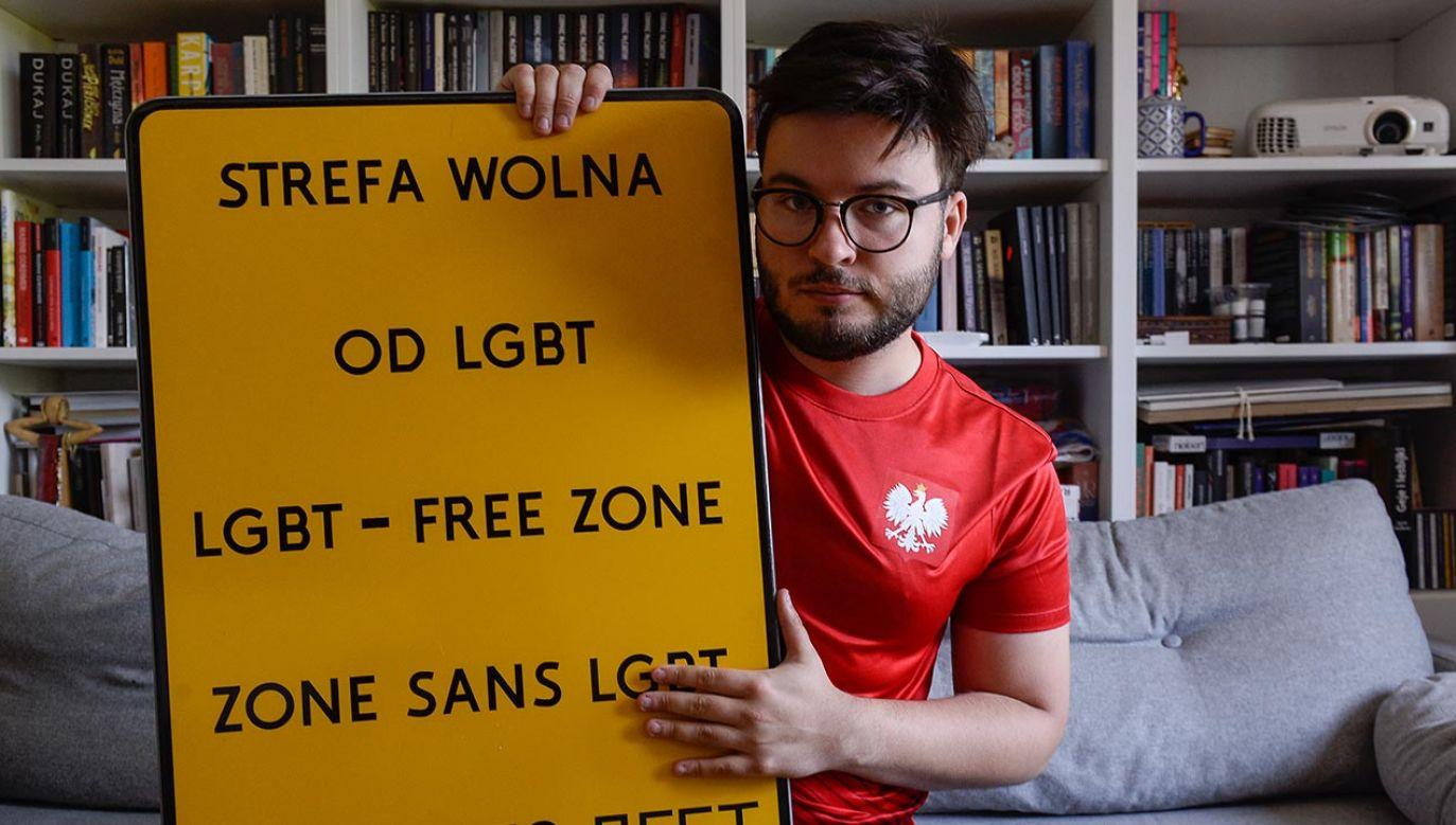 Zdjęcia fałszywych tablic i sugestii na temat środowisk LGBT w gminie mogą się ukazywać w sieci (fot. Omar Marques/Getty Images)