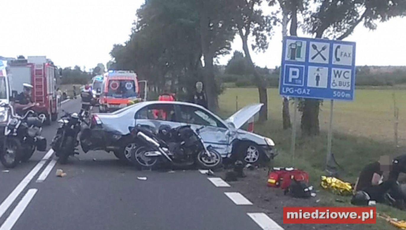 Na miejscu są służby ratunkowe (fot. miedziowe.pl/Tomasz Jóźwiak)