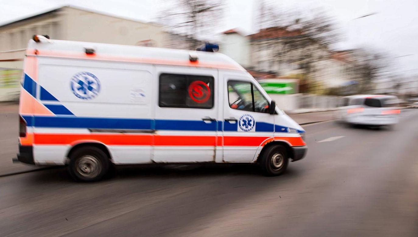 60-letni mężczyzna jechał z niedozwoloną prędkością i używał sygnałów, choć nie wiózł pacjenta (fot. PAP/Tytus Żmijewski)