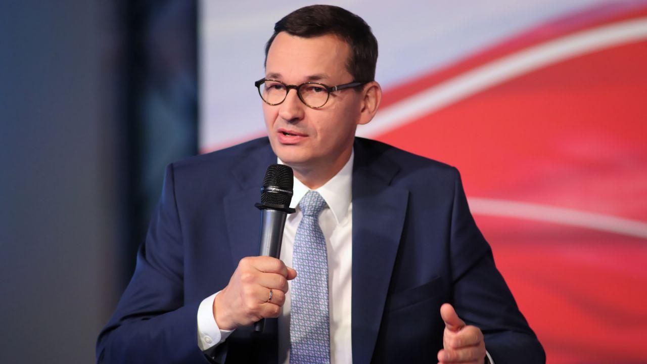 Premier Mateusz Morawiecki podczas konwencji regionalnej partii w Łodzi (fot. PAP/Roman Zawistowski)