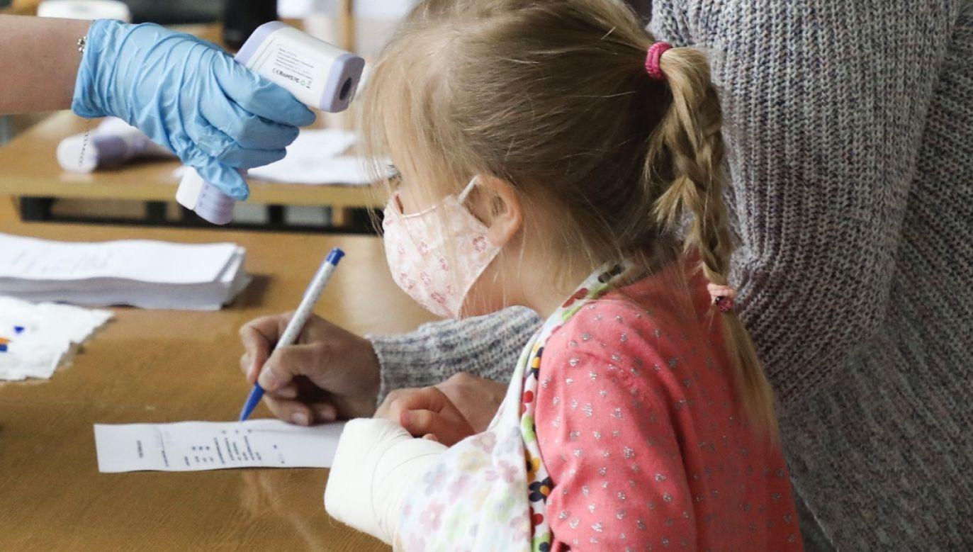 Przedszkole, w którym przebywało w dwóch grupach po ok. 12 – 13 dzieci oraz 10 pracowników, od piątku jest zamknięte z powodu przypadku koronawirusa (fot. Beata Zawrzel/NurPhoto via Getty Images, zdjęcie ilustracyjne)
