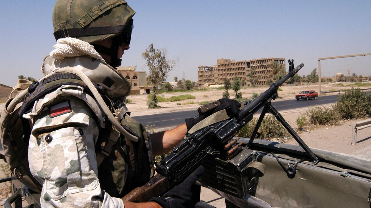 Czy stan wyjątkowy jest uzasadniony? (Irak 2003, zdjęcie ilustracyjne. Źródło: PAP/Jerzy Undro)