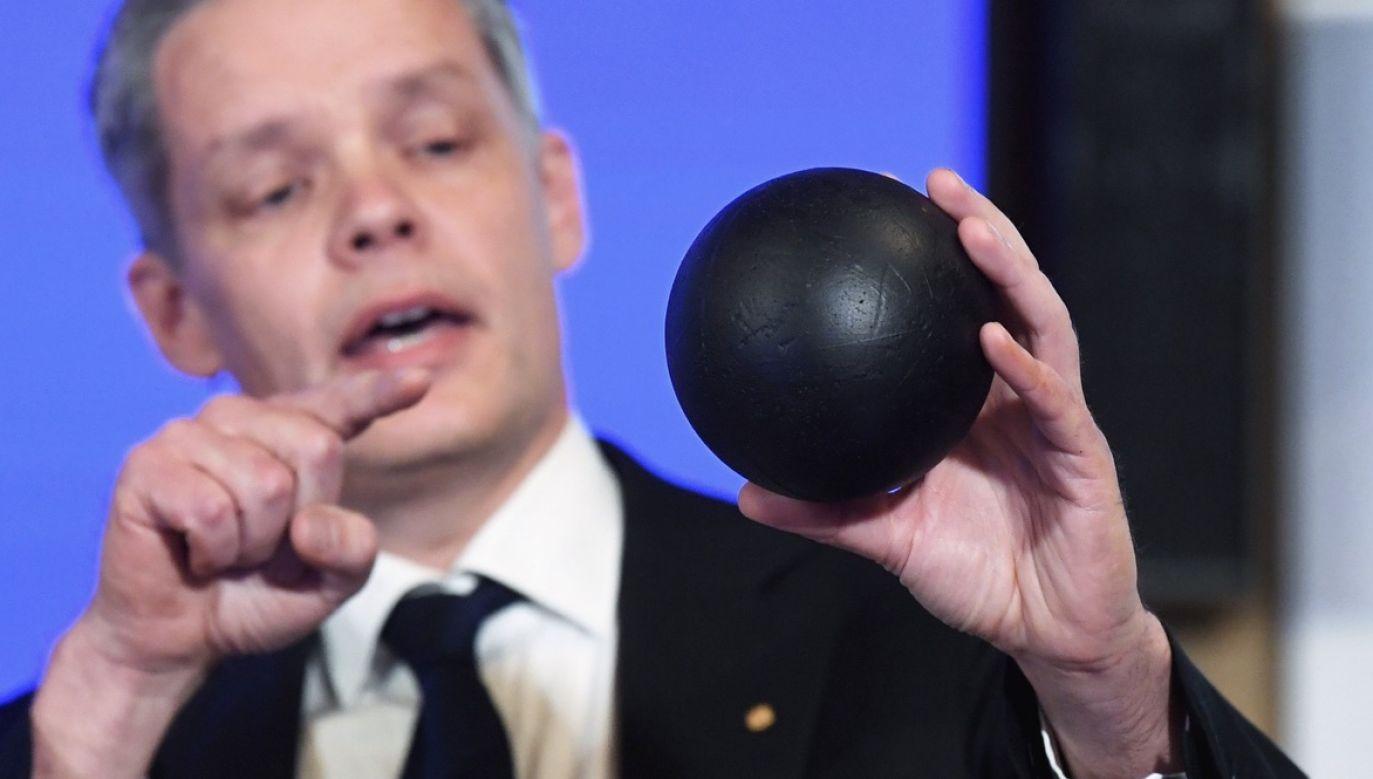Jak zwykle stosowne tematycznie komitety wyłonione przez Królewską Akademię rozpatrzyły rozliczne nominacje, by wyłonić kilkoro kandydatów  (fot. PAP/EPA/Fredrik Sandberg/POOL)
