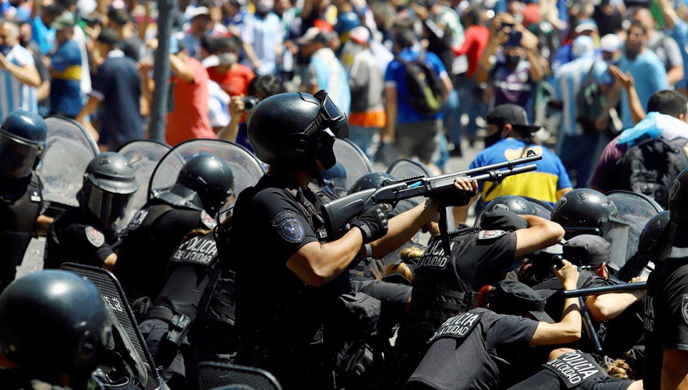 Czwartek jest pierwszym dniem trzydniowej żałoby narodowej w Argentynie (fot. REUTERS/Matias Baglietto)