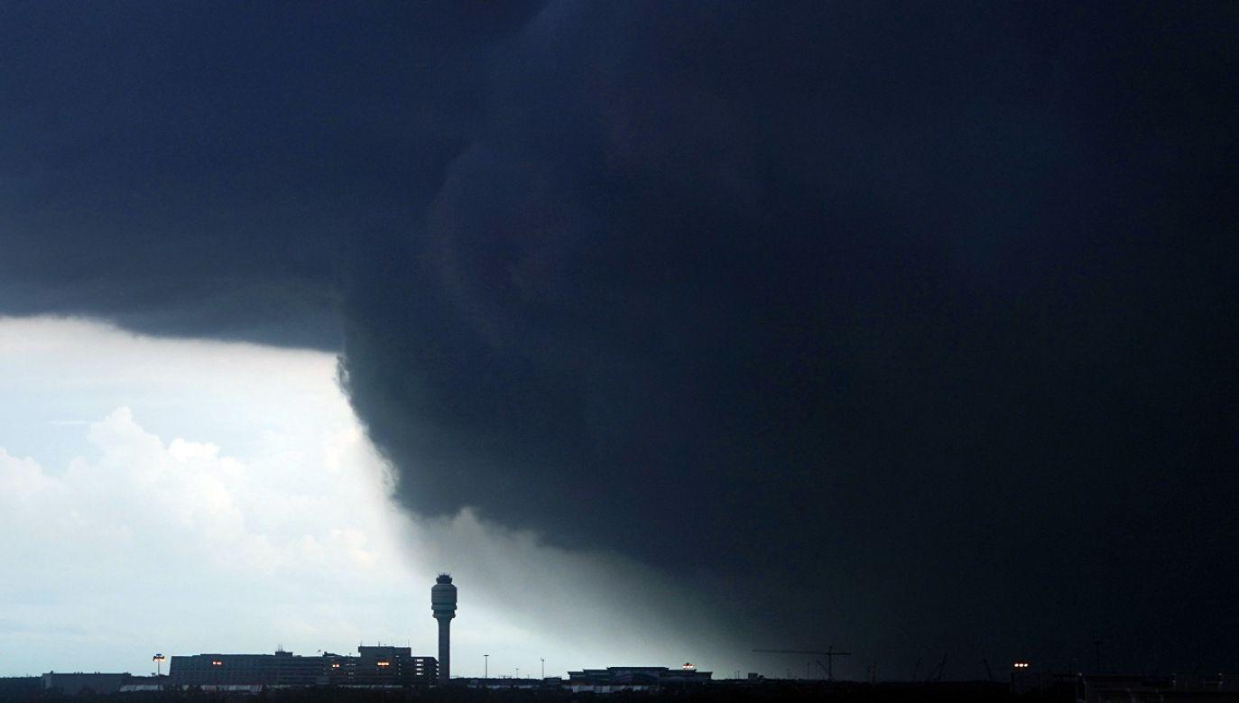 IMGW ostrzega przed silnymi burzami i deszczem (fot. reuters.com/Carlo Allegri)