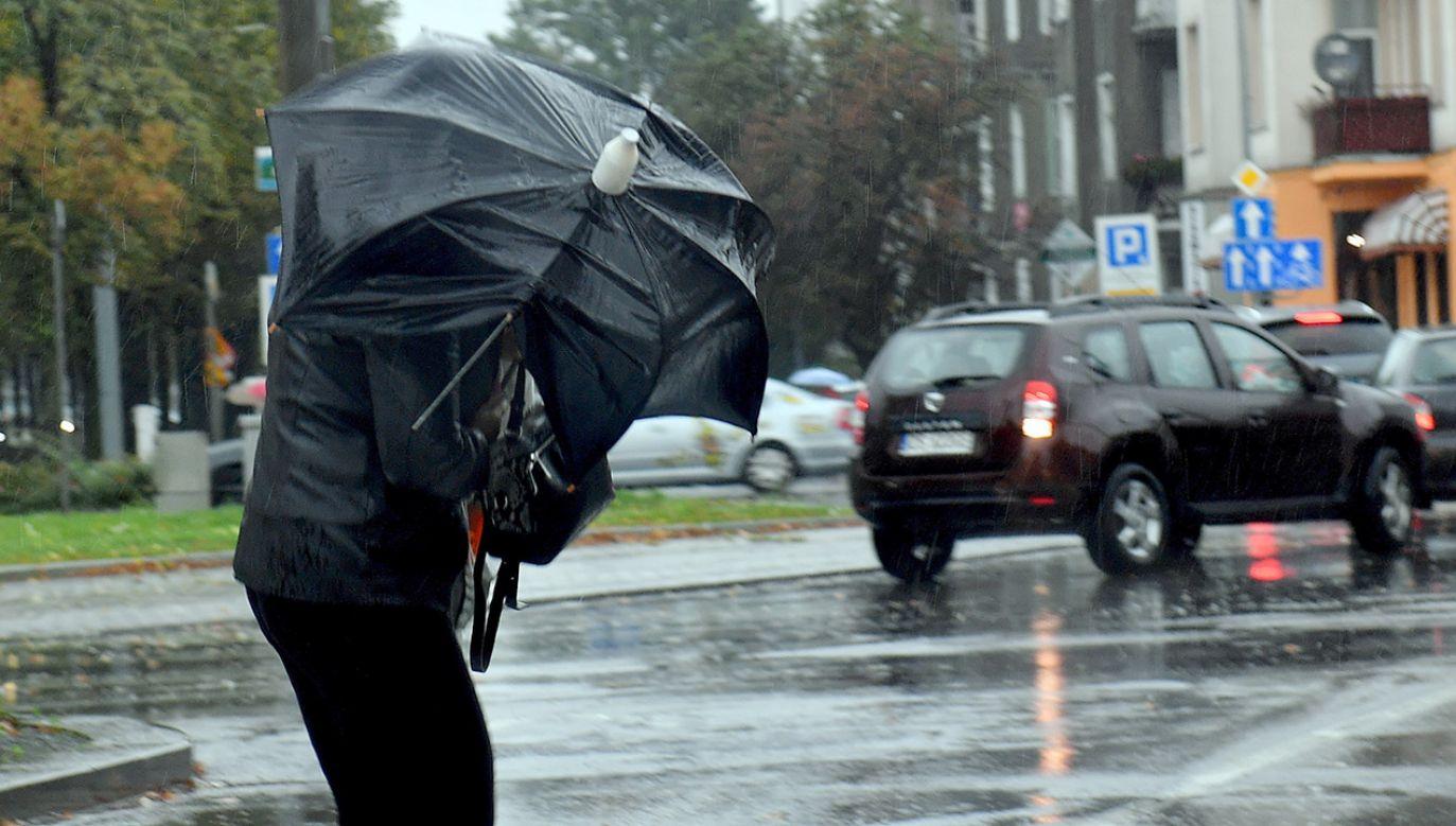 IMGW zaleca ostrożność oraz śledzenie prognoz pogody (fot. arch.PAP/Marcin Bielecki)