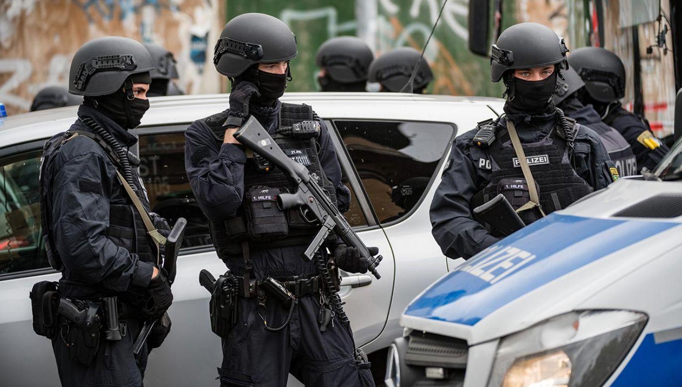 Według świadków sprawca ranił przypadkowe ofiary (fot. Jens Schlueter/Getty Images)