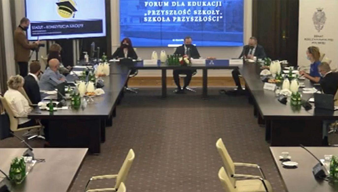 """Forum dla Edukacji """"Przyszłość szkoły. Szkoła przyszłości"""" (fot. Twitter/@PolskiSenat)."""