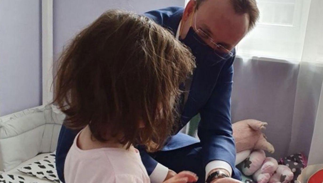 W sprawie czteroletniej Ines interweniował już w połowie czerwca Rzecznik Praw Dziecka (fot. tt/@RPDPawlak)