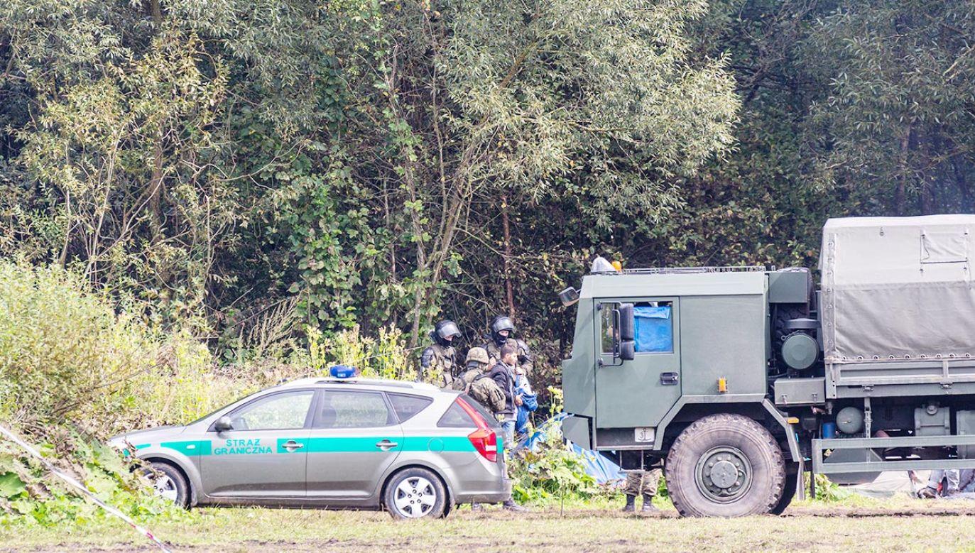 MON zdecydowało o budowie na granicy posterunków w systemie hesco-bastion (fot. Dominika Zarzycka/NurPhoto via Getty Images)
