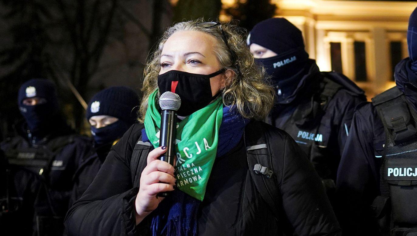 Liderka Strajku Kobiet Marta Lempart podczas manifestacji w Warszawie (fot. REUTERS/Aleksandra Szmigiel)