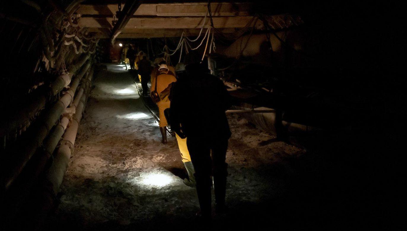 Protestujący sprzeciwiają się szybkiemu tempu odchodzenia od węgla w energetyce, co – ich zdaniem – przełożyłoby się na likwidację kopalń i oznaczałoby katastrofę społeczną na Śląsku (fot. PAP/Andrzej Grygiel)