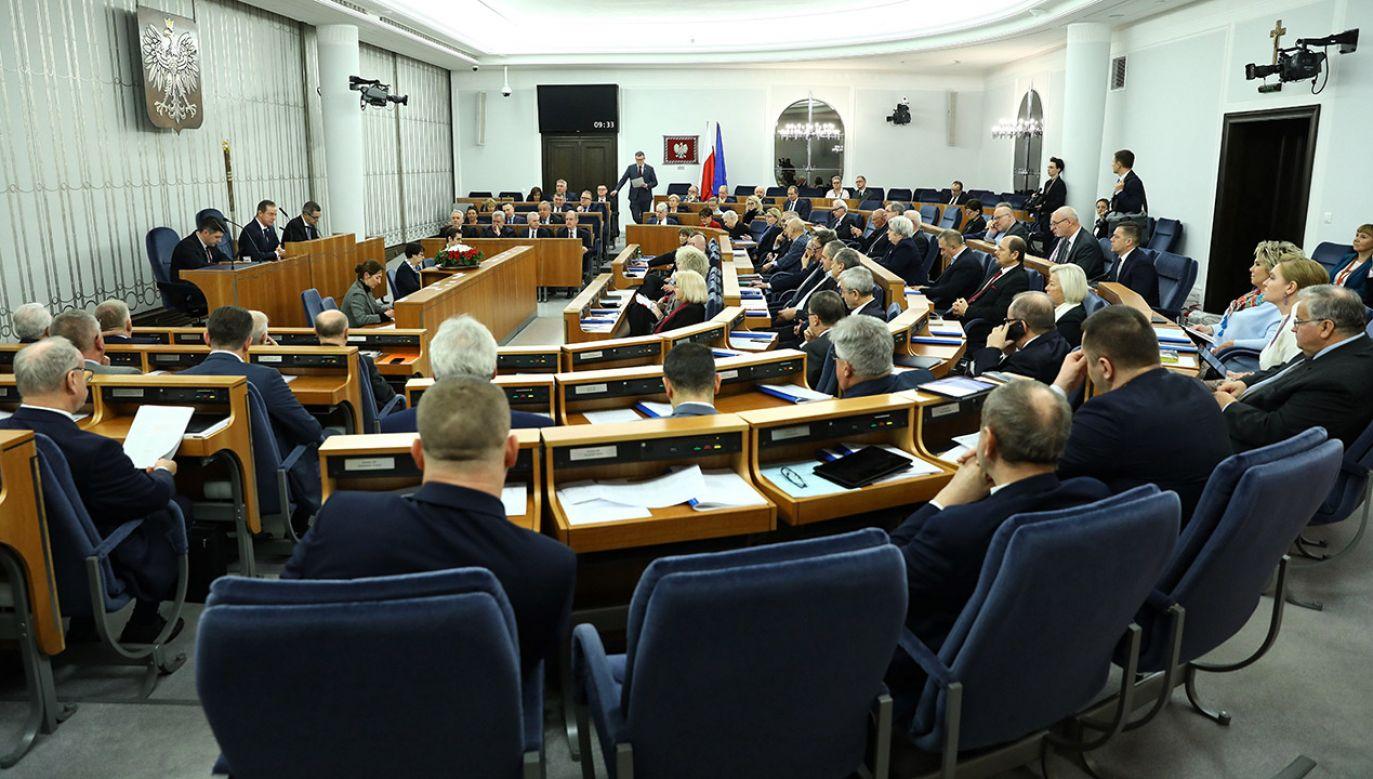 Senat odrzucił nowelizację stosunkiem głosów 51:48 (fot. PAP/Rafał Guz)