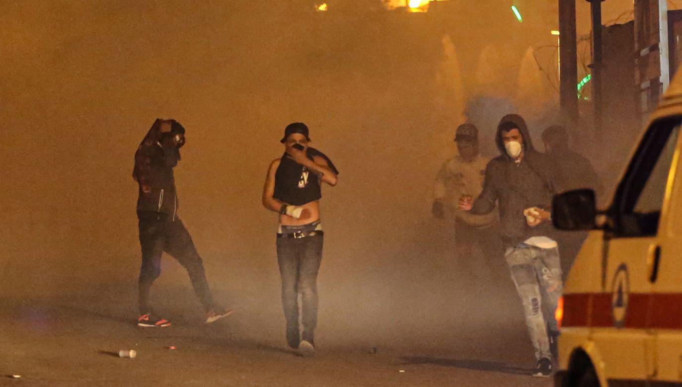 Policja użyła gazu łzawiącego i gumowych kul (fot. PAP/EPA/NABIL MOUNZER)
