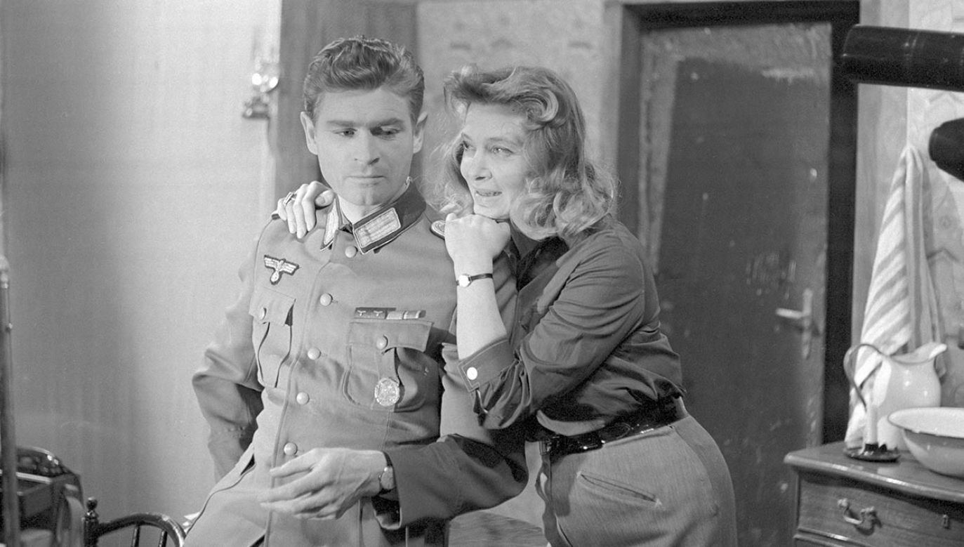Mazurkiewicz jako mjr Hanna Bösel, towarzyszka podróży Hansa Klossa (fot. TVP)