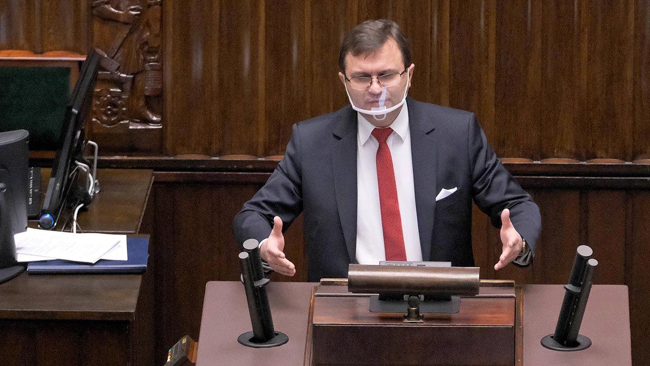 Poseł miał prawo do szczepienia jako pracownik uczelni, nie jako polityk (fot. PAP/Mateusz Marek)