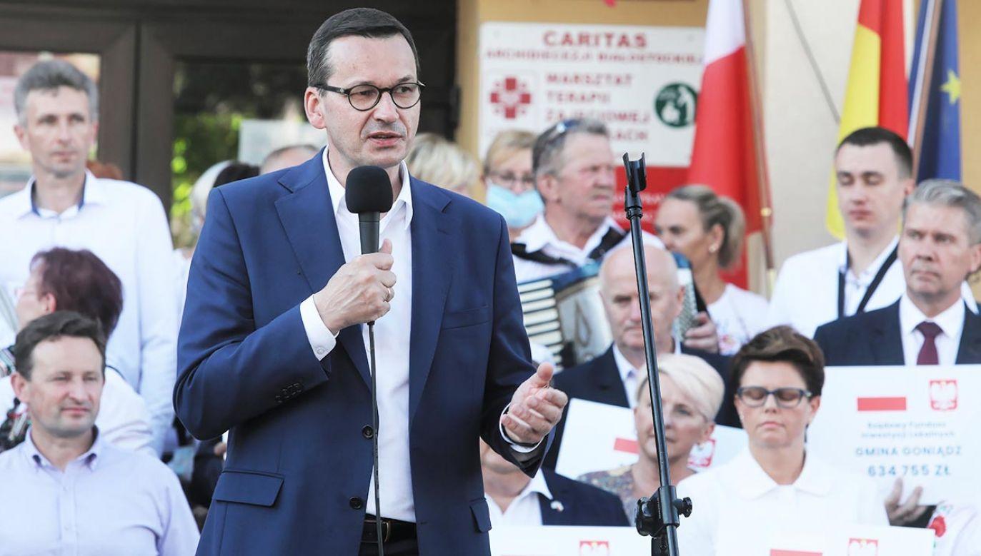 Szef rządu akcentował, że polityka musi być prowadzona z myślą o każdej rodzinie (fot. PAP/Artur Reszko)