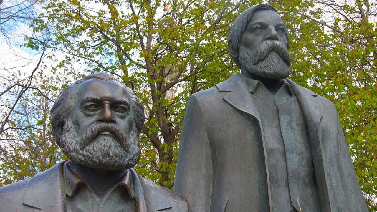 Pomnik Marksa i Engelsa w Berlinie (fot. Prisma Bildagentur/Universal Images Group via Getty Images)