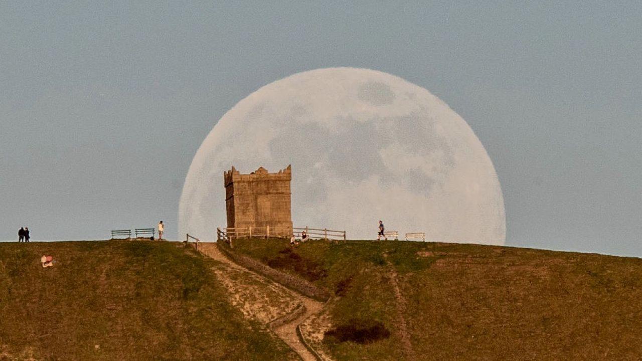 Księżyc będzie dziś wyjątkowo jasny (fot. Peter Byrne/PA Images via Getty Images)