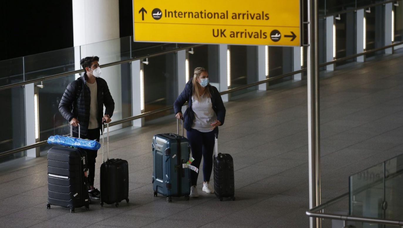 Test na koronawirusa musi być zrobiony w ciągu 72 godzin przed stawieniem się na lotnisku (fot. Hollie Adams/Getty Images)