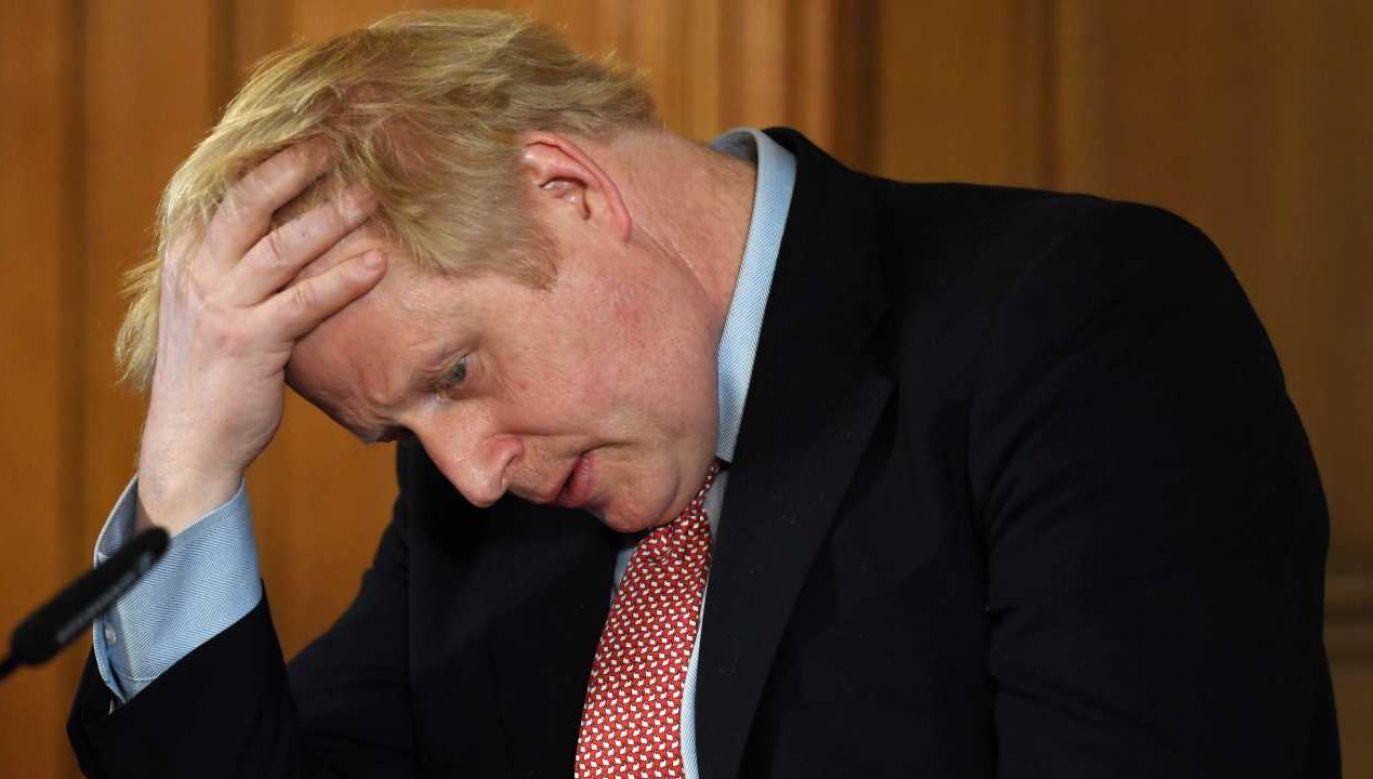 Premier Boris Johnson przebywa w szpitalu (fot, PAP/EPA/FACUNDO ARRIZABALAGA / POOL)