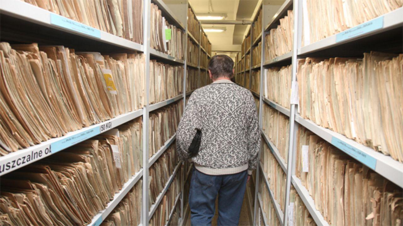 Byli funkcjonariusze służb mają dysponować kompromitującymi materiałami (fot. IPN)
