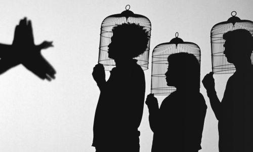 Javier Téllez, Shadow Play (Gra cieni), 2014. Instalacja . Projekcja filmu 35 mm, 10: 56 min. Fot. Gropius-Bau, dzięki uprzejmości artysty i Galerii Peter Kilchmann