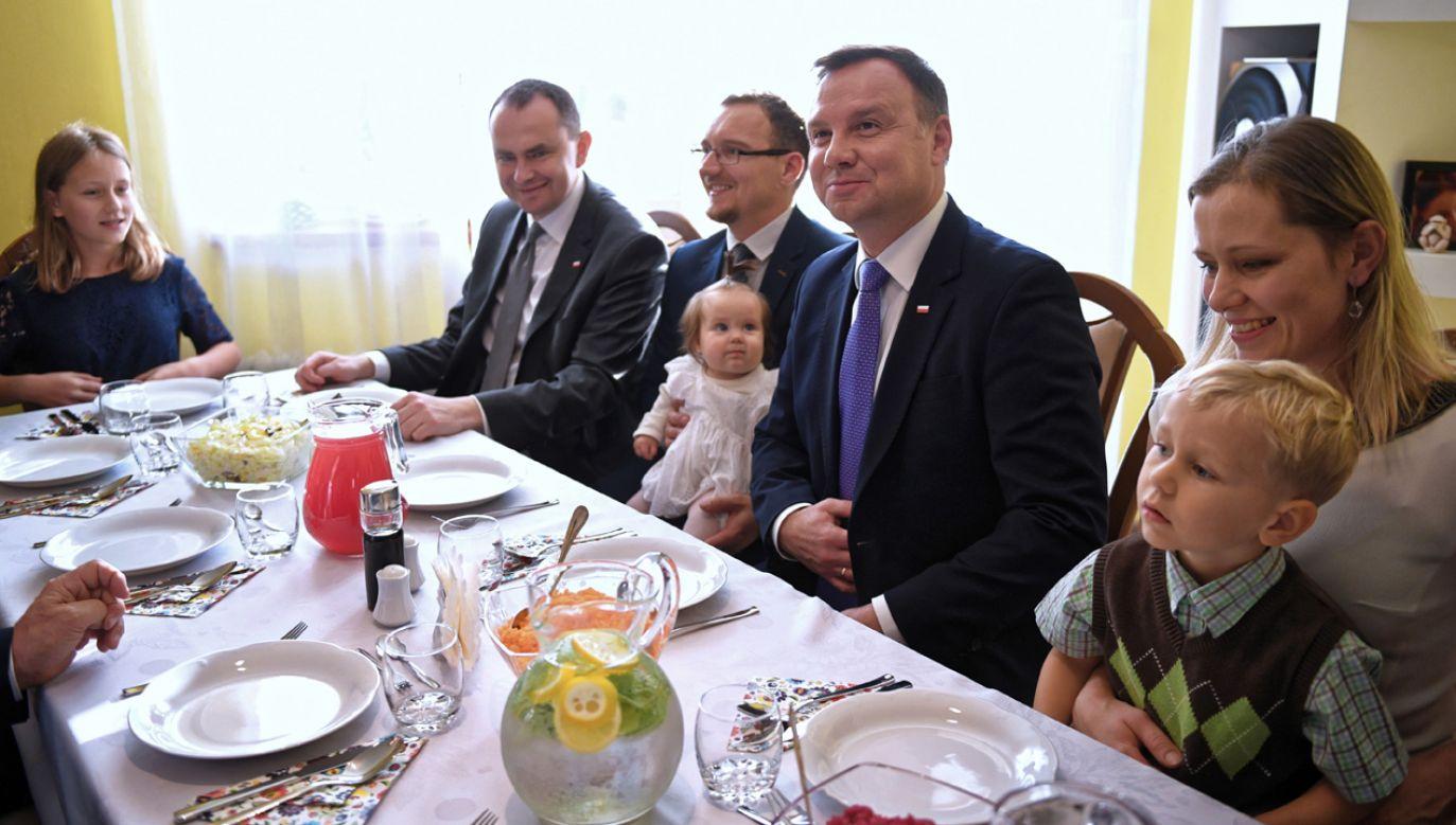 Prezydent RP Andrzej Duda podczas spotkania z wielodzietną rodziną. Październik 2018 r. (fot. arch.PAP/Darek Delmanowicz)