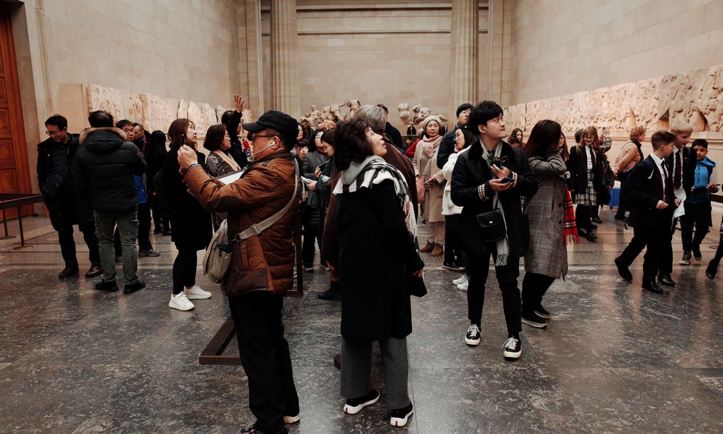 British Museum jest jedną z największych atrakcji turystycznych Londynu, ale też obiektem kontrowersji , bowiem odmawia oddania znamienitych artefaktów krajom, z których pochodzą. Nie zamierza m.in. wydać Grecji rzeźb z Partenonu (na zdjęciu). Fot. David Cliff / SOPA Images / LightRocket via Getty Images