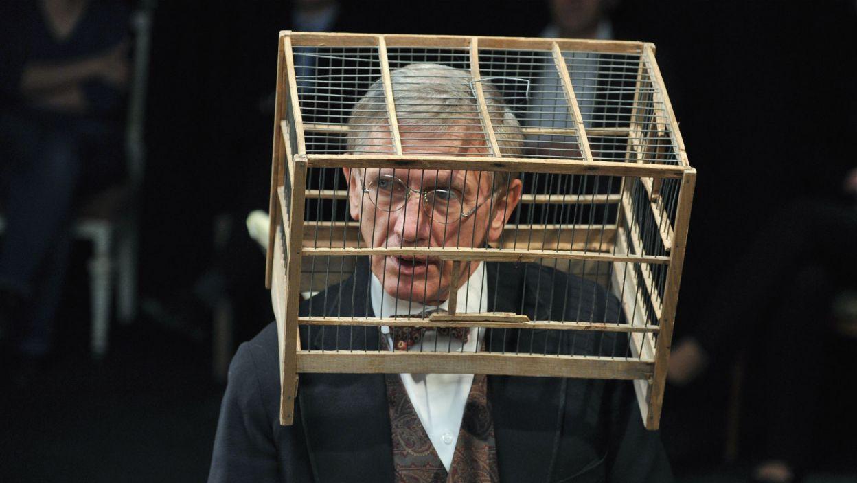 """""""Tango"""" Mrożka w reżyserii Jerzego Jarockiego zdobyło Grand Prix Festiwalu Dwa Teatry w 2013 r.; Jan Englert zagrał role Eugeniusza (fot. TVP)"""