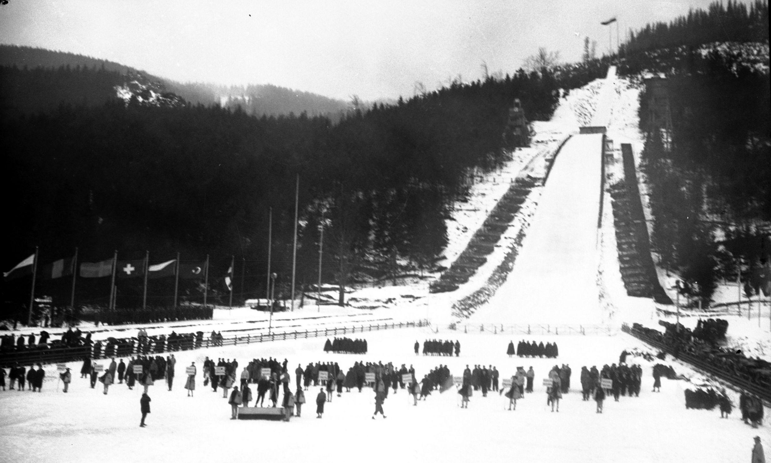 Mistrzostwa Świata w Narciarstwie Klasycznym FIS w Zakopanem, luty 1939. Otwarcie Mistrzostw - reprezentacje zagraniczne u stóp Wielkiej Krokwi.