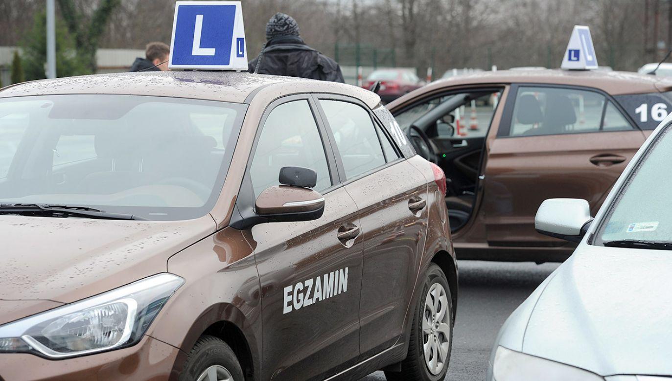 Nowe przepisy pozwolą kursantowi kontynuować jazdę pomimo niezaliczenia egzaminu (fot. arch.PAP/Marcin Bielecki)
