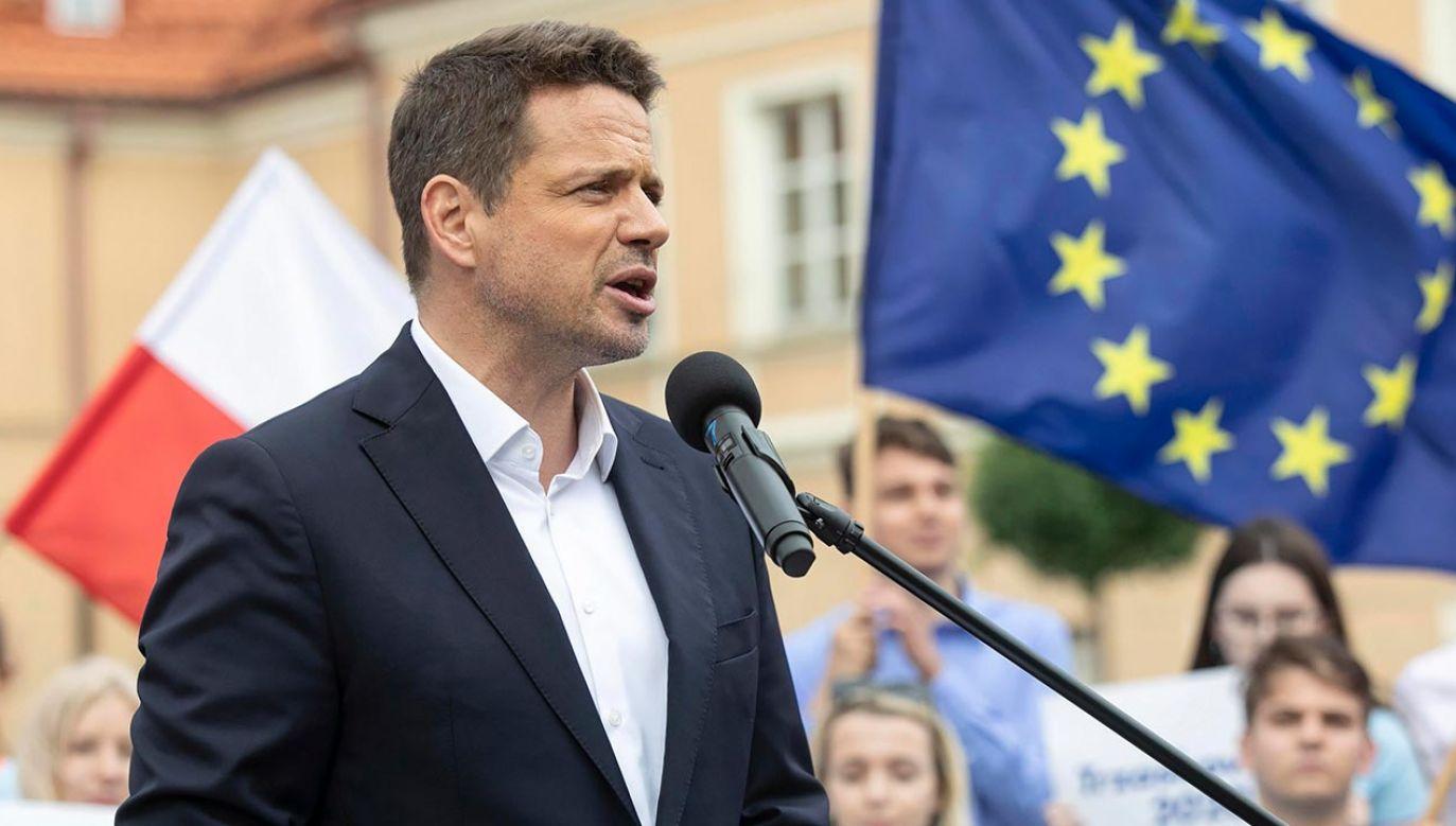 Rafał Trzaskowski spotkał się z mieszkańcami Szczecinka i Wałcza (fot. PAP/Jacek Szydłowski)