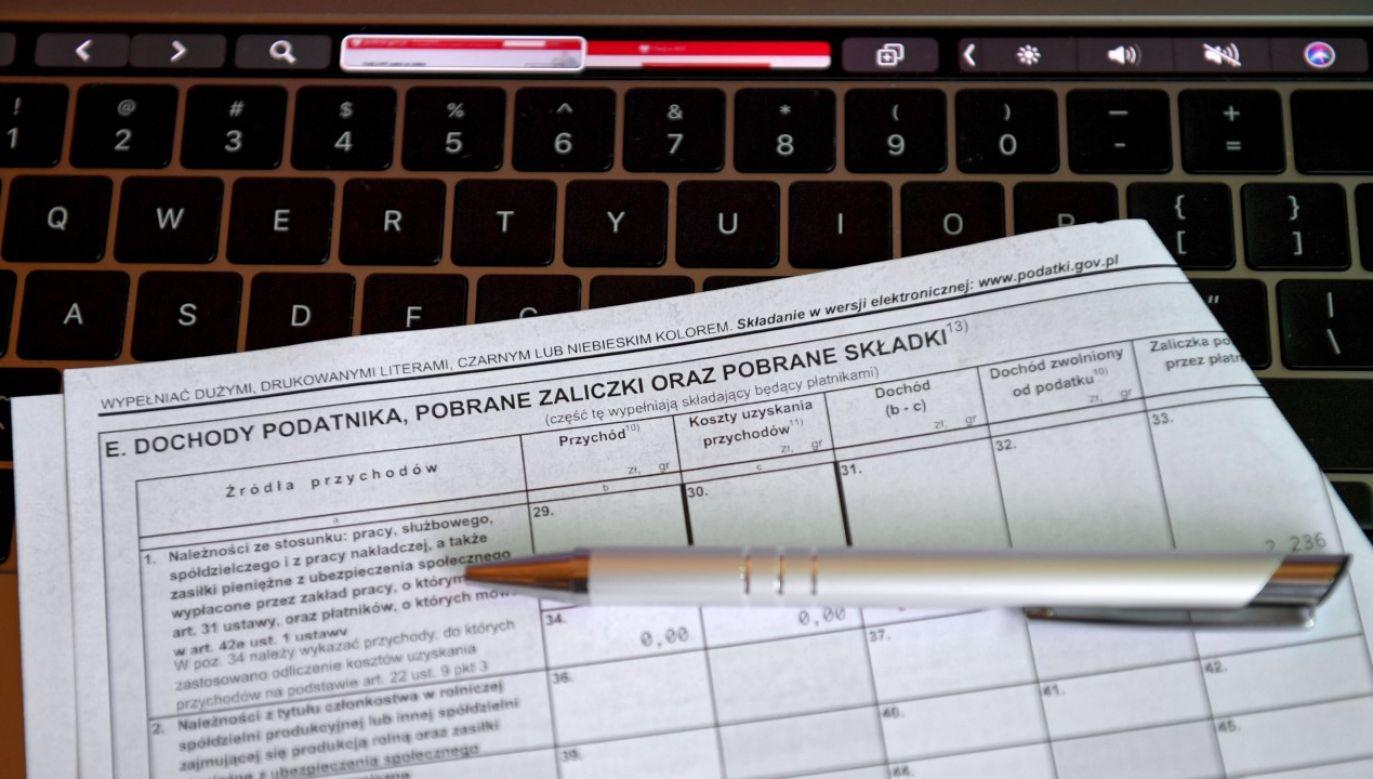 Pomimo licznych obostrzeń związanych z sytuacją epidemiczną, zwroty nadpłaconych podatków są płynnie realizowane (fot. PAP/Darek Delmanowicz)