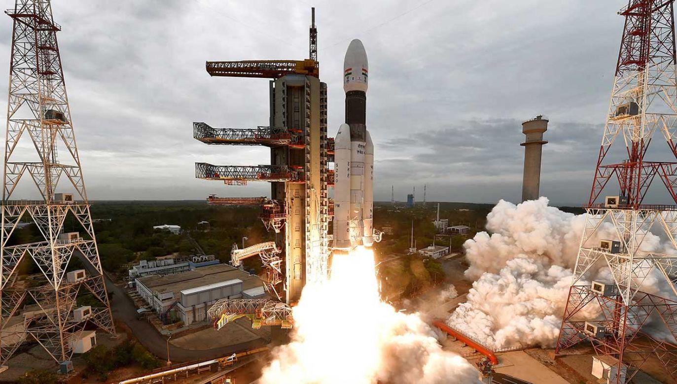 Indie pomyślnie wystrzeliły sondę Chandrayaan-2, która przenosi lądownik Vikram oraz łazik Pragyan (fot. PAP/EPA/ISRO / HANDOUT)