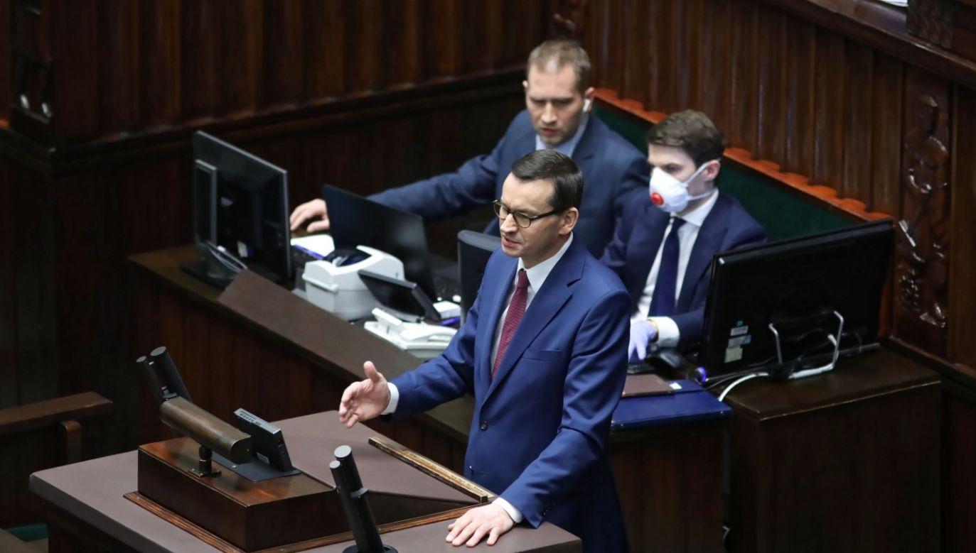 """""""Solidarność jest potrzebna teraz bardziej niż kiedykolwiek"""" – napisał na Twitterze Mateusz Morawiecki (fot. PAP/Leszek Szymański)"""