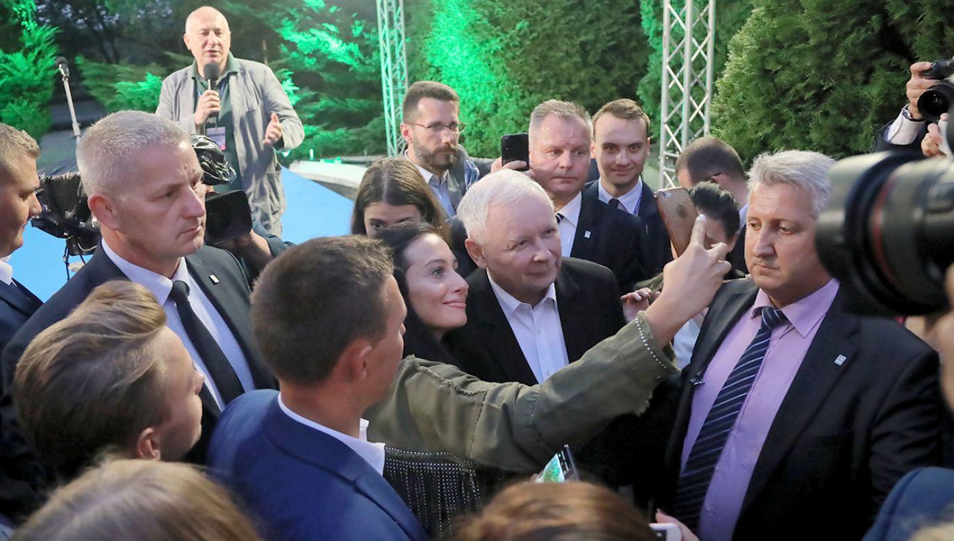 Jarosław Kaczyński spotkał się z wolontariuszami, sympatykami i członkami sztabów regionalnych PiS (fot. PAP/Wojciech Olkuśnik)