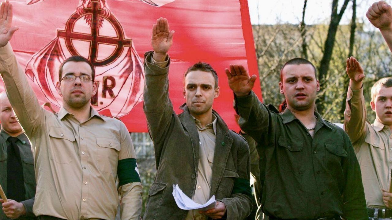 Tomasz Greniuch (w środku) na demonstracji (fot. Bartosz Siedlik/Forum)