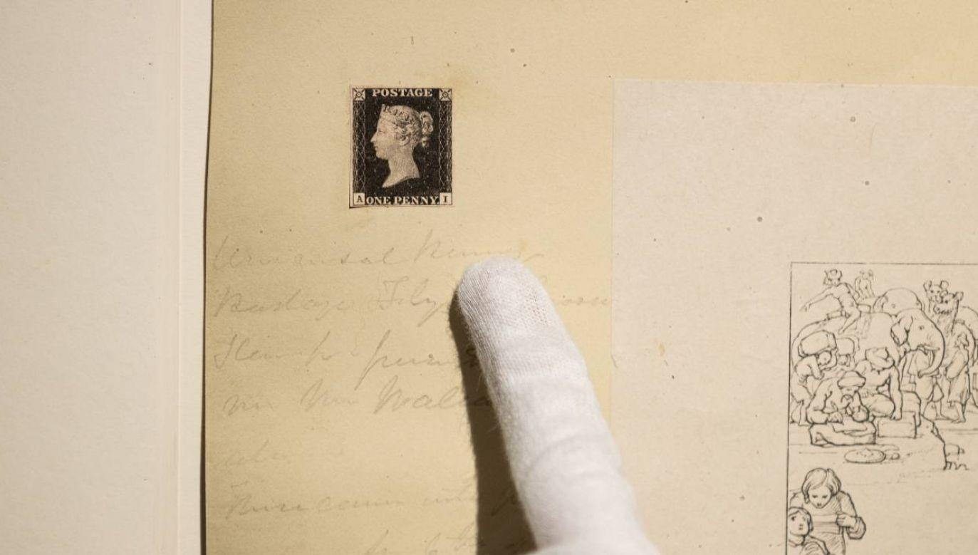 """""""Penny Black"""" to najsłynniejszy znaczek pocztowy w historii (fot. PAP/EPA/JEROME FAVRE)"""