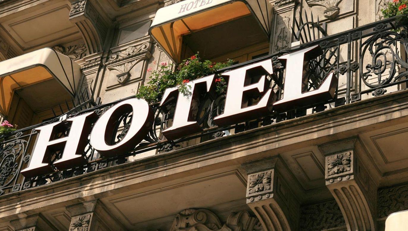 Hotelom w Paryżu nie przysługiwało takie samo wsparcie państwa jak np. na Korsyce (fot. Shutterstock/Joan Quevedo Fle)