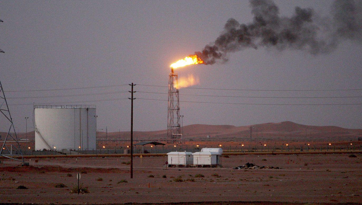 Sobotnie ataki na dwie instalacje saudyjskiego koncernu Aramco, położone na wschodzie Arabii Saudyjskiej, spowodowały wstrzymanie produkcji 5,7 mln baryłek ropy dziennie (fot. PAP/EPA/ALI HAIDER)