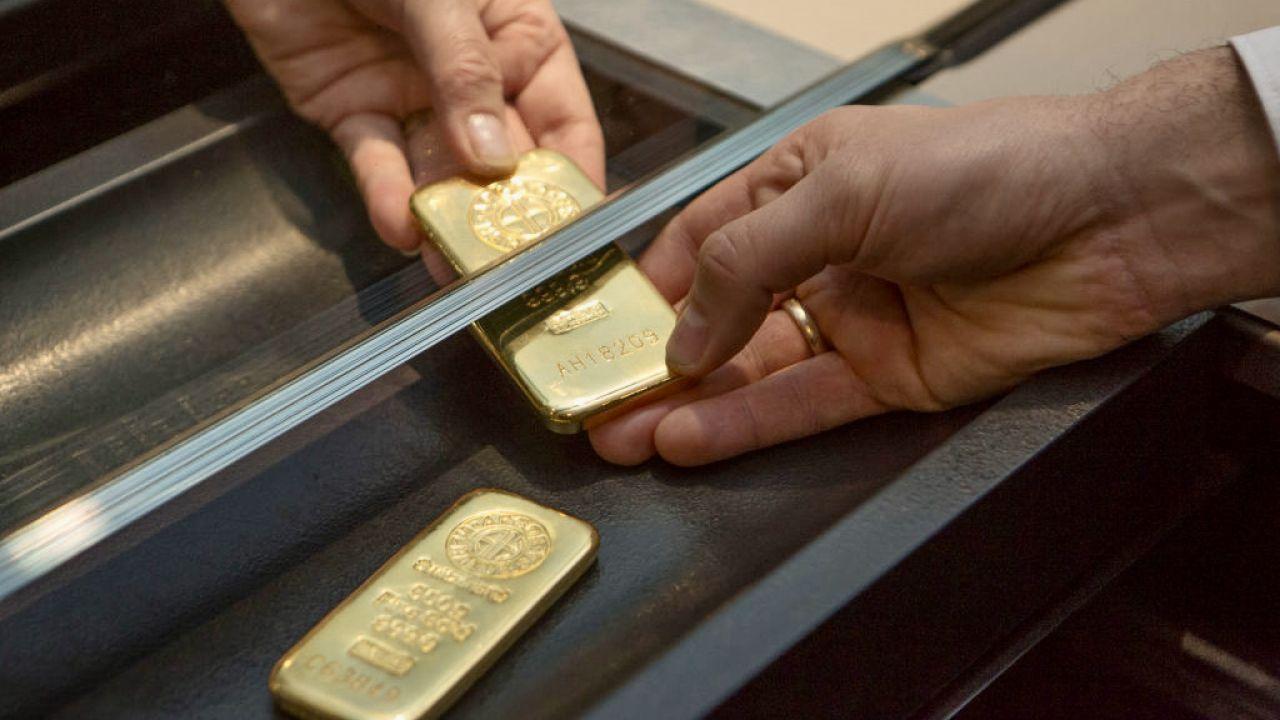 W 2020 roku Polacy kupili niemal dwa razy tyle złota inwestycyjnego co rok wcześniej (fot. U.Baumgarten/Getty Images)