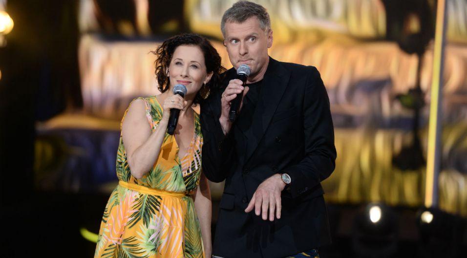 Jolanta Fraszyńska wprowadziła iście wakacyjny nastrój nie tylko muzyką, ale także kreacją (fot. J. Bogacz/TVP)
