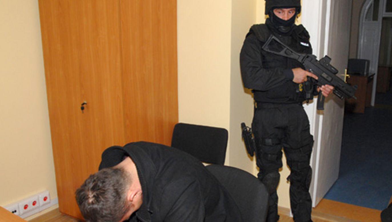 """Bandyckie tournée """"Famy"""" przerwali policjanci """"terroru kryminalnego"""" KSP (fot. KSP – zdjęcie z 2009 r.)"""