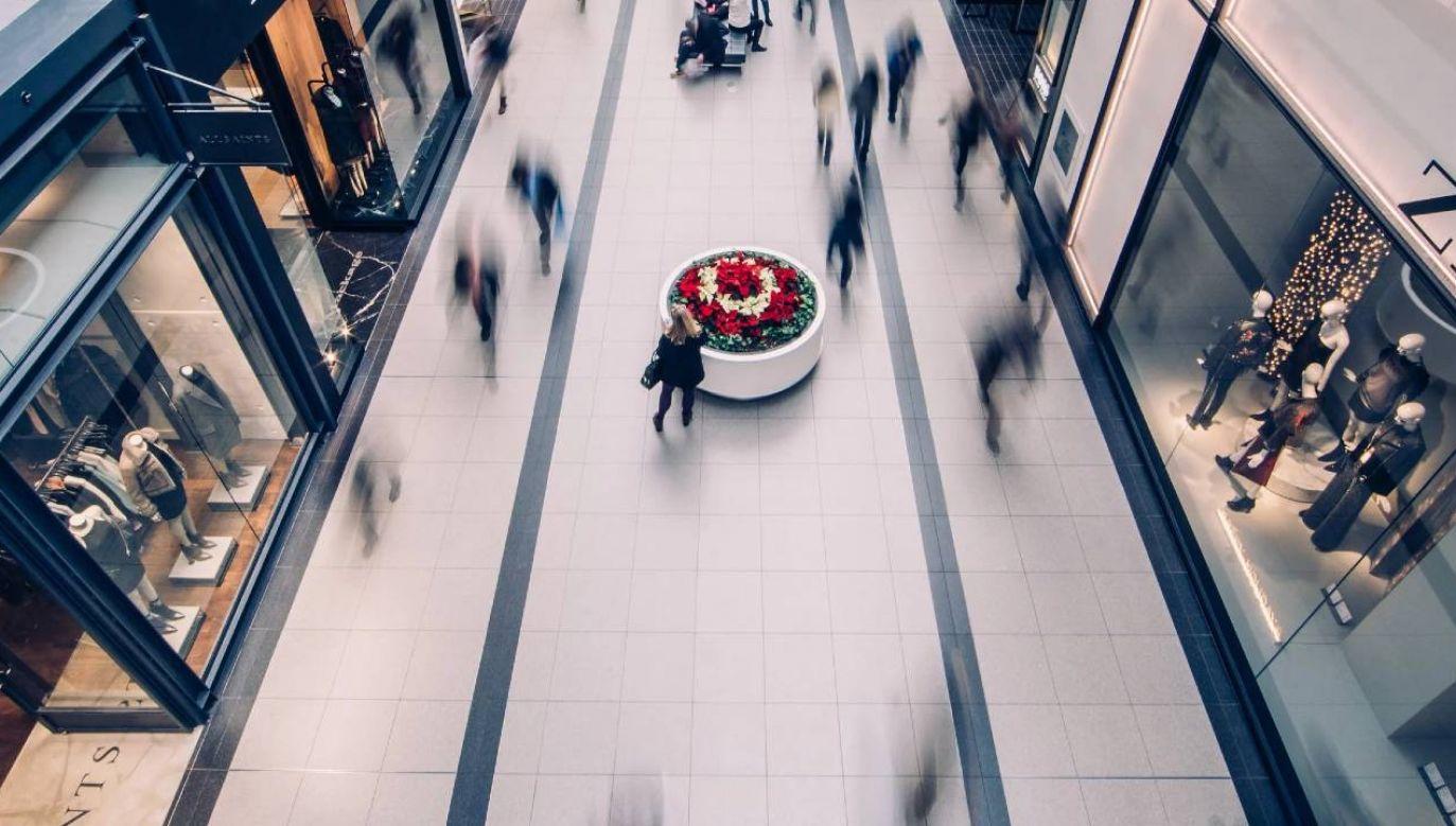 Firmy próbują obejść zakaz handlu w niedzielę (fot. Pexels)