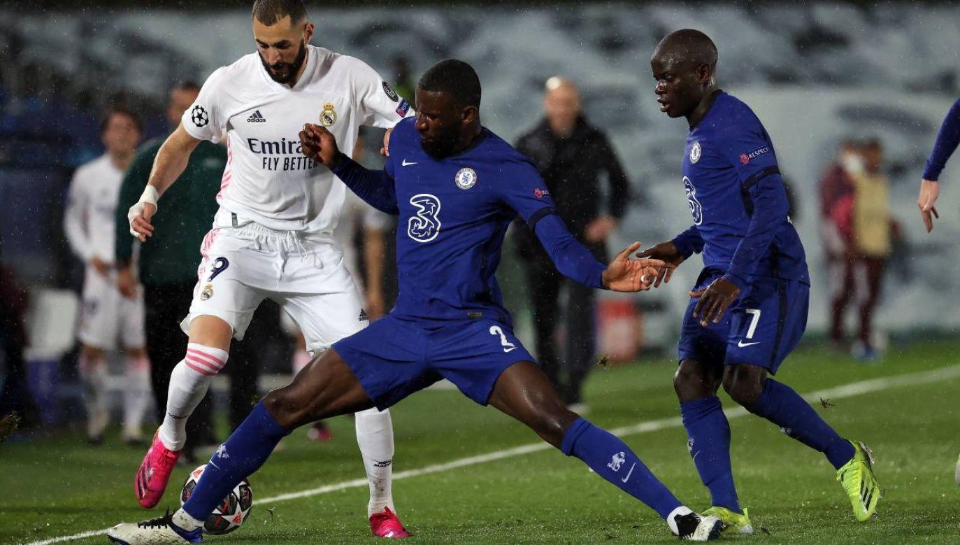 Karim Benzema (z lewej) strzelił 71. gola w Lidze Mistrzów (fot. PAP/EPA/JUANJO MARTIN)