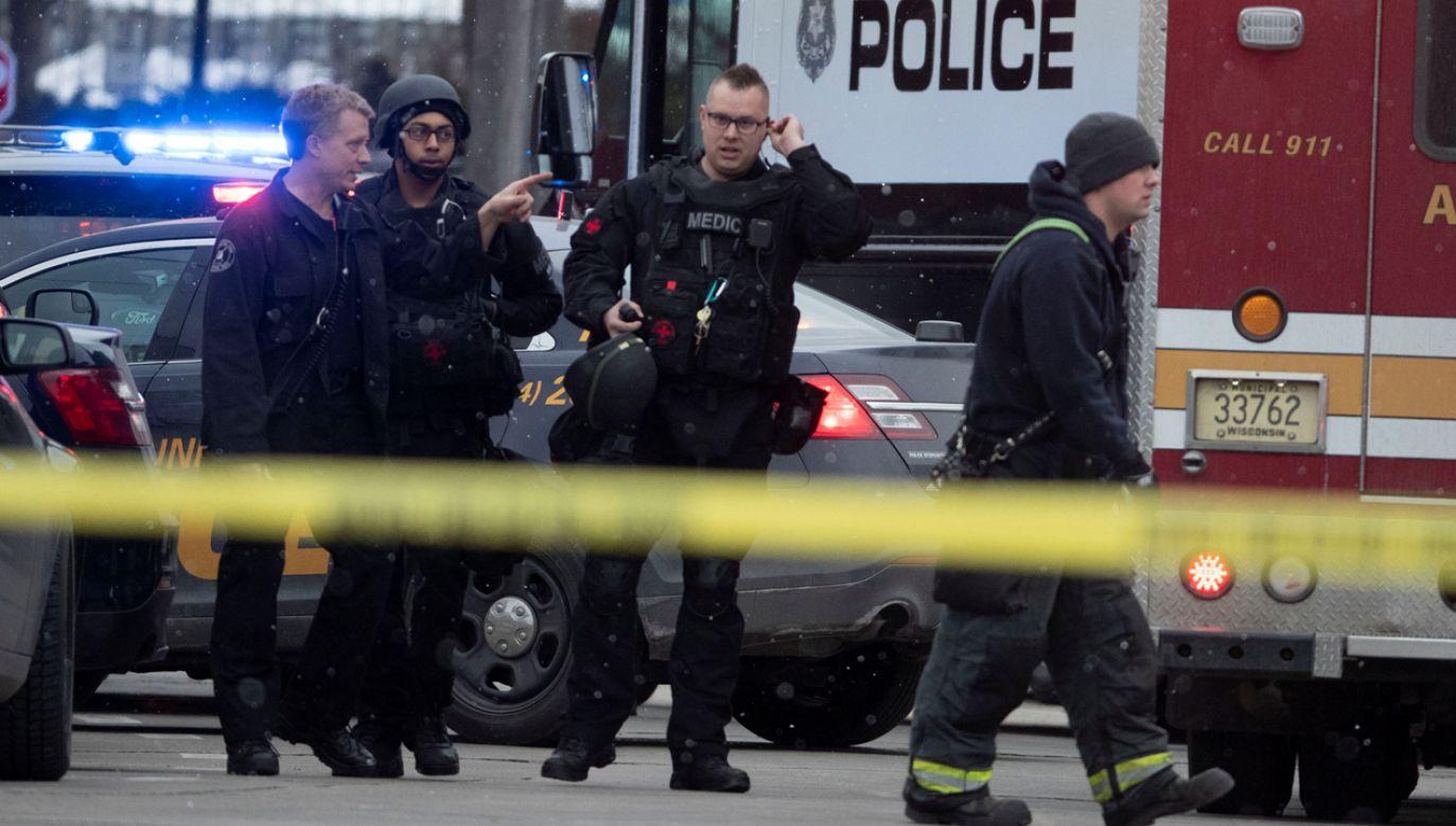 Browar otoczyły silnie uzbrojone oddziały specjalnych jednostek policji (fot. Reuters)