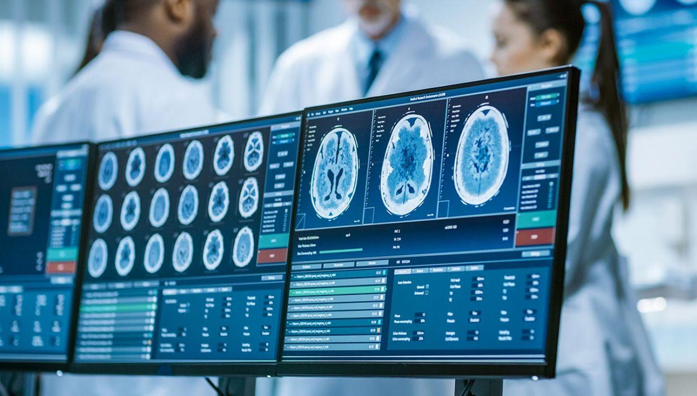 Implant, który wykrywa i usuwa ból (fot. Shutterstock/Gorodenkoff)