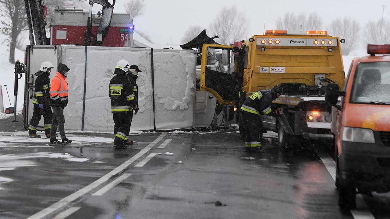 Trasa w kierunku Białegostoku jest zablokowana (fot. PAP/Marcin Gadomski, zdjęcie ilustracyjne)